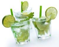 Bebida fresca con la cal y la menta Foto de archivo