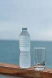 Bebida fresca da água potável quente Fotos de Stock Royalty Free