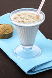 Bebida fresca da aveia ou do oatmeal Fotos de Stock Royalty Free