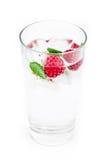 Bebida fresca del hielo con la frambuesa y la menta Fotografía de archivo libre de regalías