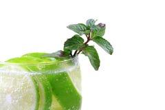 Bebida fresca do cal e da hortelã Imagens de Stock Royalty Free