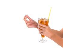 Bebida II de la tenencia de la mano del adolescente Fotografía de archivo