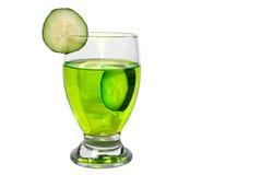 Bebida isolada do pepino fotografia de stock