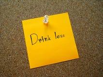 Bebida menos en nota de post-it Imagen de archivo libre de regalías