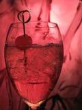Bebida mezclada con la cereza fotografía de archivo