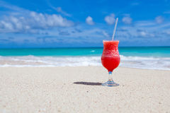Bebida na praia Foto de Stock