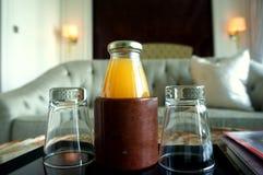 Bebida no quarto de hotel Imagens de Stock