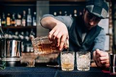 Bebida pasada de moda del cóctel - bebida del whisky, bebida de los gentlemans fotos de archivo libres de regalías
