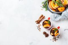 Bebida quente do Natal, ingredientes ferventados com especiarias do vinho Imagem de Stock