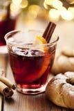 Bebida reflexionada sobre de la Navidad del vino Foto de archivo libre de regalías