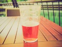 Bebida retra de la cerveza de la mirada Imágenes de archivo libres de regalías