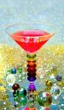 Bebida roja colorida con strawberris, los rasperries y el melón fotos de archivo libres de regalías