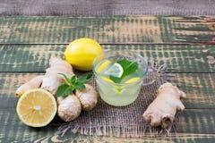 Bebida sobre el jugo del jengibre y de limón Imagenes de archivo