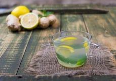 Bebida sobre el jugo del jengibre y de limón Fotos de archivo