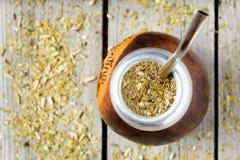 Bebida tradicional do chá do companheiro do yerba de Argentina dentro Imagens de Stock