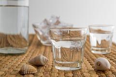 Bebida tradicional Ouzo o Raki fotos de archivo libres de regalías