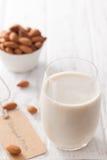 Bebida vegetariana del vegano sano orgánico de la nuez de la leche de la almendra Fotos de archivo