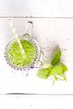 Bebida verde saudável do batido com aipo Imagem de Stock