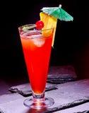Bebida vermelha com cereja e abacaxi 79 Foto de Stock Royalty Free