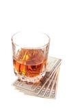 Bebida y efectivo Foto de archivo libre de regalías