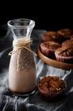Bebida y mollete del cacao Imagen de archivo libre de regalías