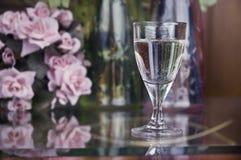 Bebida y rosas Foto de archivo
