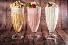 Bebidas agradáveis com muito gelado em combinação com a hortelã, maçã verde, cacau, baunilha fotos de stock royalty free