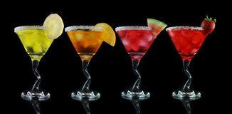 Bebidas amarelas, alaranjadas, cor-de-rosa e vermelhas de martini Imagem de Stock Royalty Free