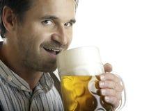 Bebidas bávaras del hombre fuera del stein de la cerveza de Oktoberfest Imagen de archivo libre de regalías