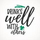 Bebidas bem com outro Imagens de Stock