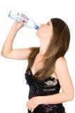 Bebidas bonitas da menina fotografia de stock