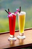 bebidas Cócteles exóticos en barra tropical Vacaciones de Tailandia ce Foto de archivo libre de regalías