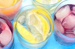 Bebidas coloridas com gelo Imagens de Stock