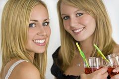 Bebidas com amigos fotografia de stock