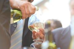 Bebidas con los vidrios de vino Imagen de archivo libre de regalías
