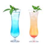 Bebidas cosmopolitas dos cocktail de martini do álcool azul Fotografia de Stock