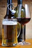 Bebidas da cerveja e do vinho Fotografia de Stock Royalty Free