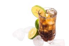 Bebidas de la cola con la cal y el hielo II Fotografía de archivo libre de regalías