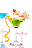 Bebidas de los cocteles de Martini azulverdes y rojas Fotografía de archivo libre de regalías