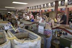 Bebidas de preparação macias da barra fêmea Fotografia de Stock