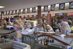 Bebidas de preparação macias da barra fêmea Imagens de Stock