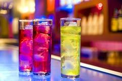 Bebidas del coctel en una barra Foto de archivo libre de regalías