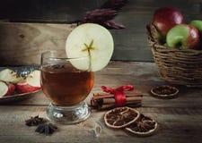 Bebidas del otoño con las especias Imagenes de archivo