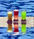 Bebidas del Poolside Foto de archivo libre de regalías