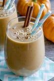Bebidas del Smoothie del coco de la calabaza Foto de archivo libre de regalías