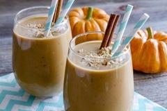 Bebidas del Smoothie del coco de la calabaza Fotografía de archivo