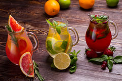 Bebidas del verano con hielo Fotos de archivo libres de regalías