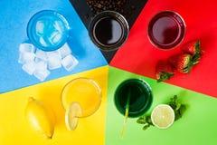 Bebidas dispuestas como cinco anillos olímpicos imagen de archivo