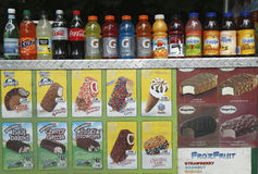 Bebidas e gelado macios no carro dos vendedores no Central Park Fotografia de Stock Royalty Free