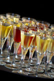 Bebidas em uma bandeja Imagens de Stock